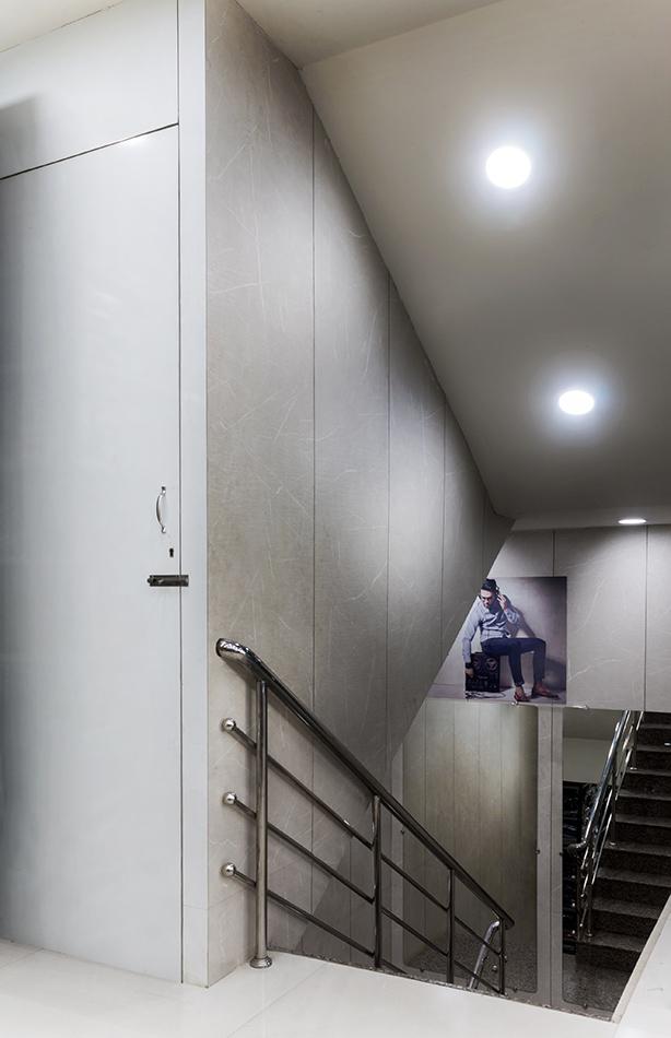 V9 Mens Kids Wear - Interior design By TriShades 5